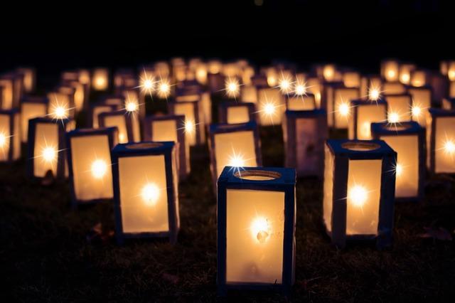 svíčky ve svítidlech
