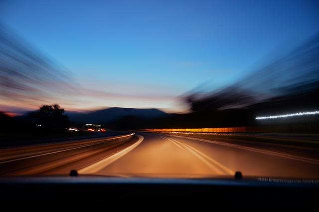 jízda po noční silnici.jpg