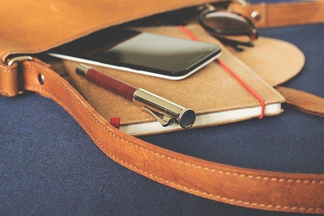 Diář s mobilem